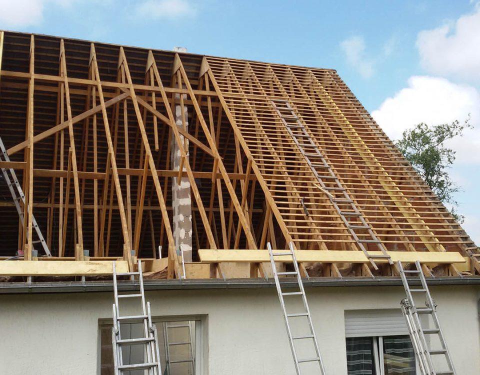 grand travaux de remplacement de charpente d'une maison lemoux