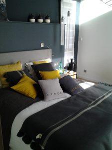 chambre avec sommier de lit dans une chambre