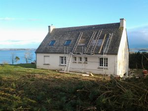 rénovation de fenêtre pour une maison du bord de mer de plougerneau