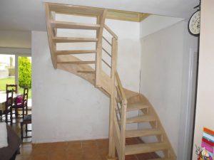 escalier tournant en boit clair pour une maison de plouedern