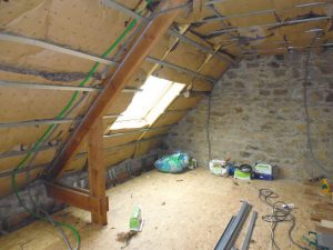 début dechantier pour l'aménagement des combles de maison à plouider