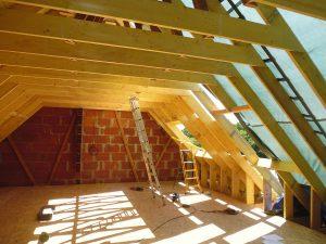 grand renouvellement de charpente pour aménager les combles d'une maison à brignogan