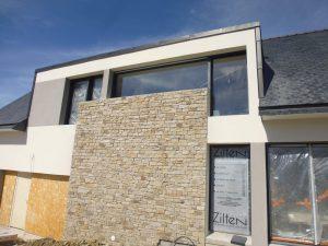 grandes ouverture avec baie vitrée sous le soleil pour une maison sur la côté finistère