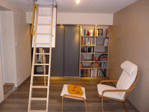 création d'un espace bibliothèque avec un dressing et des rangement muraux