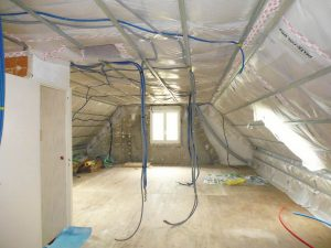 mise en place du réseau électrique dans les combles d'une maison lemoux