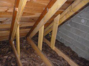 renforcement de poutre sous les combles pour l'aménagement d'une pièce supplémentaire
