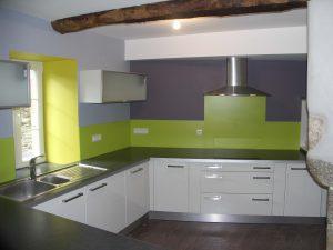 cuisine et rangement dans une maison à ploudaniel