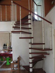 escalier hélicoïdal dans une maison de landerneau