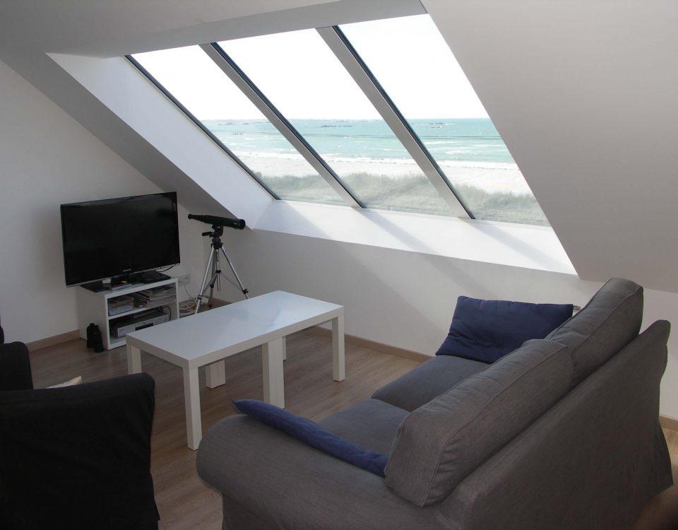 magnifique fenêtre sous les toit pour profiter de la vue mer sur la côte nord finistère