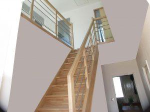escalier droit avec forte pente pour une maison de plougastel